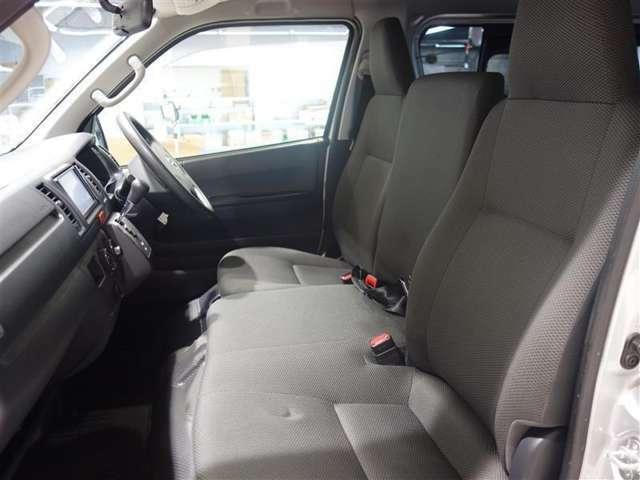 <フロントシート> シートはいちど洗浄、除菌、消臭を行っておりキレイな状態です。