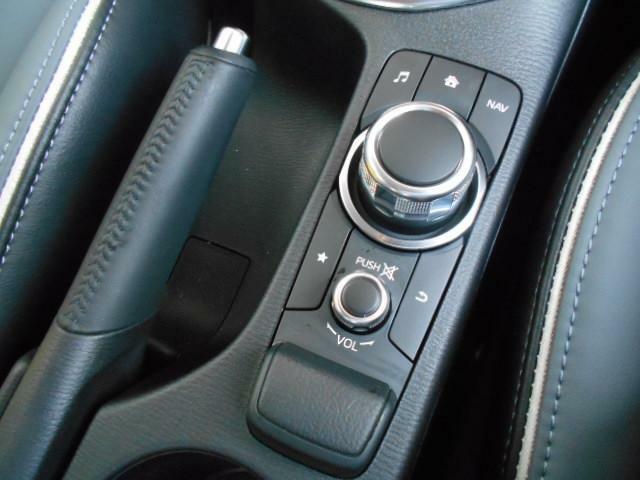 「コマンダーコントロール」マツダコネクト操作を手元で行う為、運転に集中していただけます。