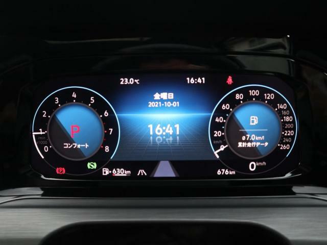 大型ディスプレイによるフルデジタルメータークラスター。VWが誇る先進装備が、快適なドライビングをサポートします。