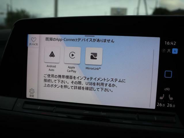 スマートフォンとの通信を可能にするApp-Connectが内蔵されておりますので、対応するアプリを車載器の画面上で閲覧したり音声で操作することが可能です。