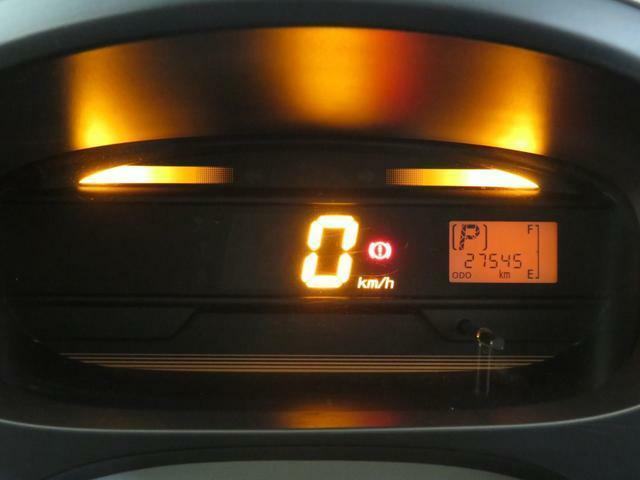 自発光式デジタルメーター。実走距離27545km。エコドライブアシスト照明付きです