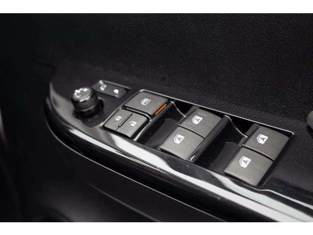 ディーラーオプションベッドライナー・TRDハードトノカバー(ボディ同色塗装)・スマートキー・上級ファブリックシート・クルーズコントロール・オートエアコン・オプティトロンメーター・サイドターンランプ