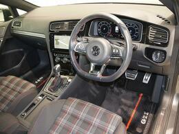 GTI専用シート、ステアリング、フロアマットを装備。