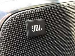 【JBLサウンド】JBLプレミアムサウンドと17スピーカーがリアルな音像やクリアなサウンド空間を実現します。5.1chサラウンドシステムにも対応しています。