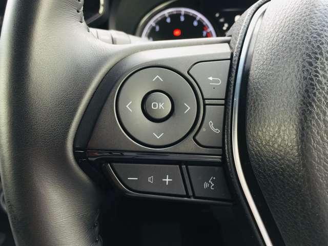 【 ステアリングスイッチ 】手元のスイッチでナビ等の操作が行える非常に便利な機能です♪社外ナビ等への連動には別途ケーブルが必要な場合も御座います。詳しくはスタッフまで♪
