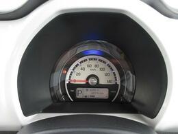 視認性にすぐれたメーターパネルは運転に集中できますね!