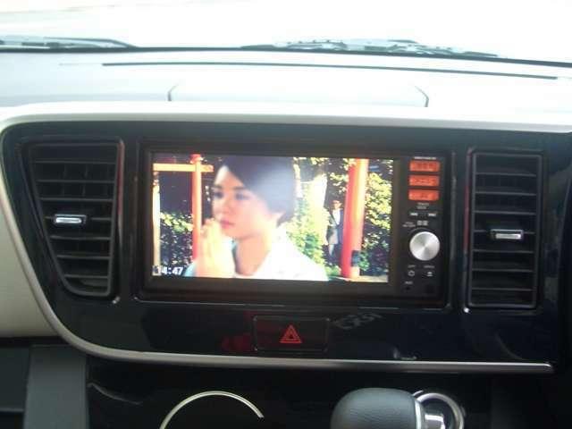こちらのナビはフルセグチューナー搭載!車内で地上デジタル放送が見れます。受信状況が安定しているので、電波の届くところでは映りのムラが少ないです。