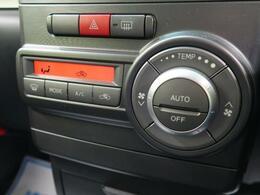 ◆【左右分離型フルオートエアコン】運転席と助手席でそれぞれお好みの温度設定が可能で全席にも最適な空調をお届け致します。