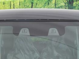 【デュアルカメラブレーキ】渋滞などでの低速走行中、前方の車両をデュアルカメラが検知し、衝突を回避できないと判断した場合に、ブレーキが作動。追突などの危険を回避、または衝突の被害を軽減します。
