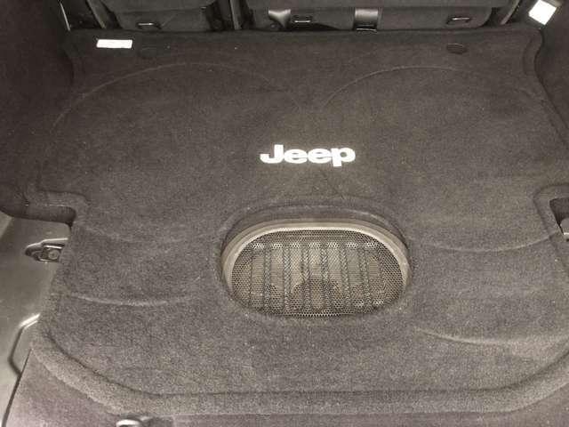 トランクも綺麗です!防水ウーハーの迫力サウンドも楽しいドライブに一役買っています!