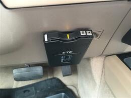 VDC(ビークルダイナ/ミクスコントロール)/CD再生/クルーズコントロール/左ハンドル/4WD/オートライト/ETC/オートエアコン/ヘッドライトイベライザー/皮シート