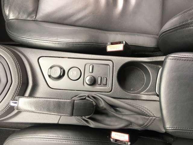 オンボードコンオユーターメニュー、走行モード切替、リアウィング昇降スイッチなどです。