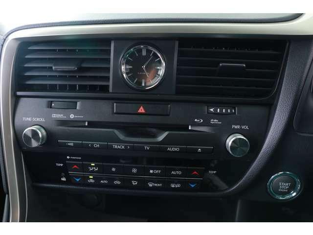 運転席・助手席独立温度オートエアコン