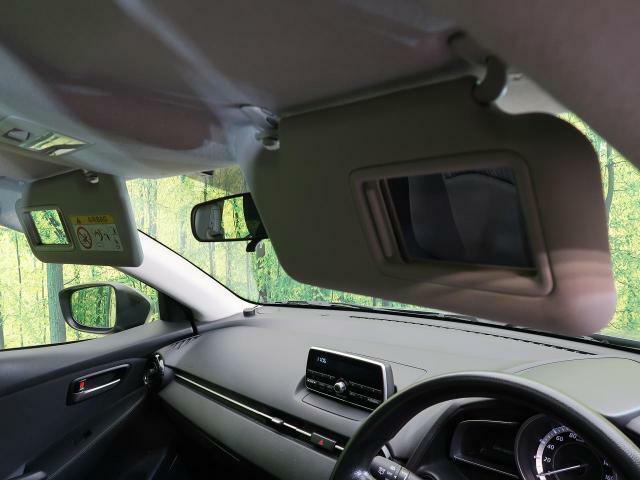 ☆バニティミラー☆運転席の上を開くと鏡が!あると嬉しいですね!