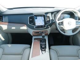 弊社デモカー、XC90D5インスクリプションを認定中古車でご紹介!フラッグシップモデルのXC90。美しいクリスタルホワイトパールのボディと質感の良い内装、シートが魅力の1台。是非ご覧にお越しください。