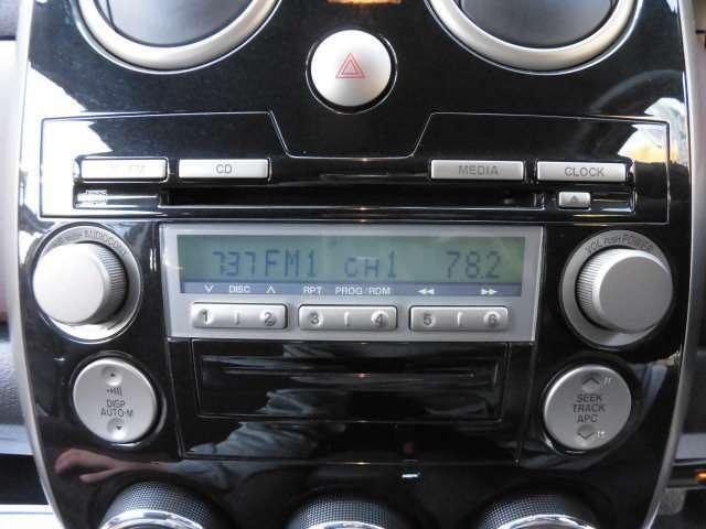 純正のCDオーディオが装着されております^^タイヤは4本新品に交換して納車致します^^