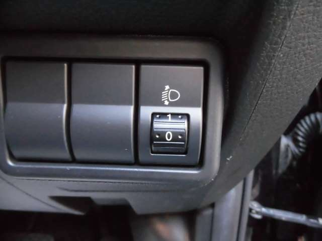 ヘッドライトの光軸を任意に調整可能です^^タイヤは4本新品に交換して納車致します^^