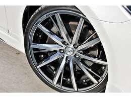 KYOHOシュタイナーフォースド20インチホイール。タイヤサイズは225/35/R20になります。