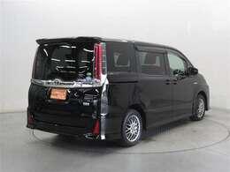 U-Carの販売だけでなく自動車保険、携帯電話の販売も行っております。