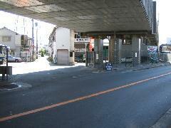 *店舗入り口です*大阪(十三)高槻線「府道16号」の高槻方面より江口橋に向かって新幹線高架下を左に入りすぐです。