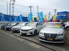 人気のハイブリッド車からミニバンまで多数展示しております。