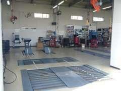 ショールームのには隣に、安心の認証工場完備しております。