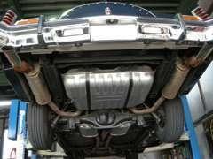 老舗整備工場で整備を実施し車両本体価格に含んでいます。