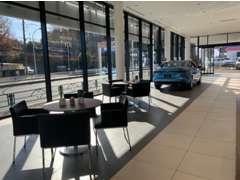 お車でのご来店:中央高速「稲城IC」、東名高速「青葉IC」ご利用が便利です。電車でご来店:鶴川駅までお迎えに上がります。