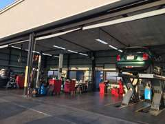 納車整備・車検整備・点検修理など隣接の自社工場で整備致します(^^)