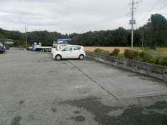 広い駐車スペースを設けております。