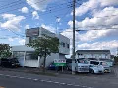 水戸・石岡から一般道使用でお車で約30分。県外からは常磐自動車道・岩間インターより約10分。JR常磐線岩間駅約徒歩8分です。