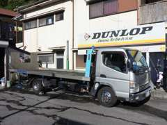 積載車完備。納車やお車のトラブルなどはお任せください!お客様の大切な車の輸送はコレで安心して運びます。