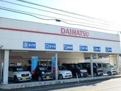 当店はDAIHATSUスーパーピット店です!中古車はもちろんダイハツの新車もたくさん購入頂きいております!新車もご相談を!