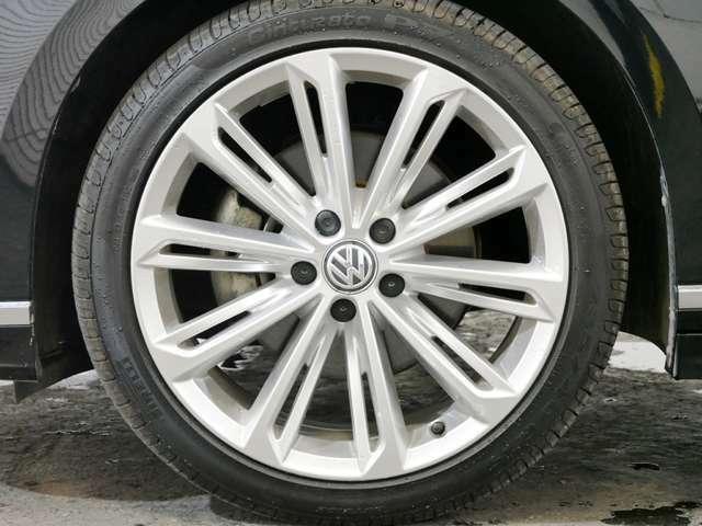 R-Line専用 10スポーク19インチアルミホイール ☆関東最大級のAudi・VW専門店!豊富な専門知識・経験で納車後もサポートさせていただきます☆