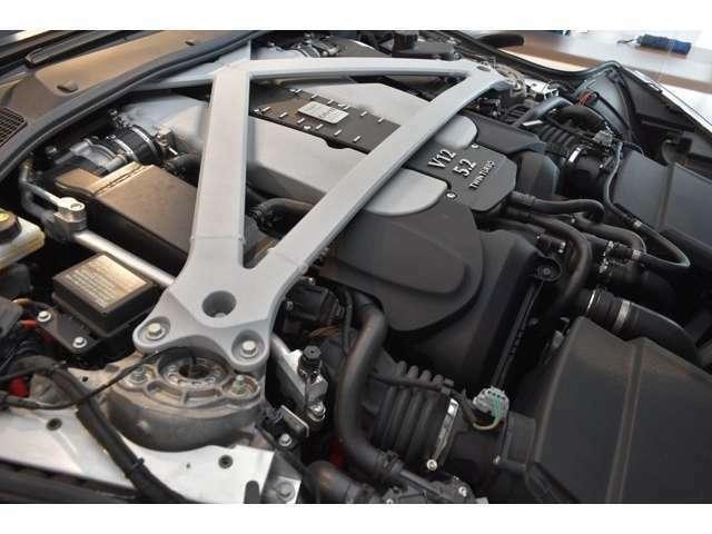 5.2リッター(5204 cc)V12気筒ツインターボV12エンジンを搭載しており、608PS、700Nmを発揮します。V12気筒ならではの心臓にまで響き渡るエキゾーストサウンドをご体感下さい。