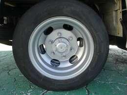 Rタイヤはダブルです。
