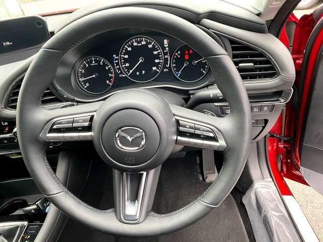 ハンドル周りにボタンがついているので運転時にも楽に操作できます。