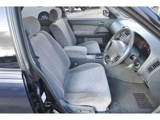 運転席、助手席、リヤ左、リヤ右、全部全部パワーシートです!まだにVIP♪