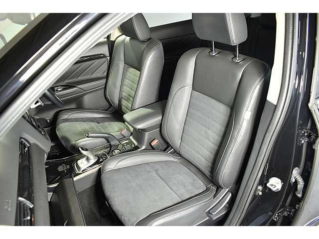 ホールド性の高いフロントシート!快適にドライブできますね♪ 電動シート(運転席)・シートヒーター(運転席&助手席)装備(*^-^*)