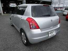スイフトの左リヤビュー UV&プライバシーガラスで、車内の紫外線&プライバシーをシャットアウト