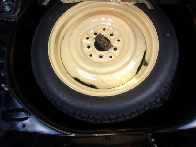 純正の専用工具・応急タイヤも揃っています。