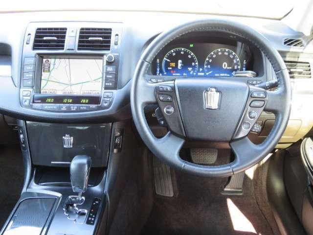 MTモード付きですので高速入口や気分に合わせてドライブを楽しんで頂けます♪高速道路と下道ではハンドルの切れ幅が自動で変わるようになっていてハンドルも軽く、とっても運転しやすいです♪