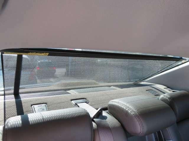 電動サンシェード付きです!気になる紫外線をカットしてくれます!バックする際は、自動で収納されます!