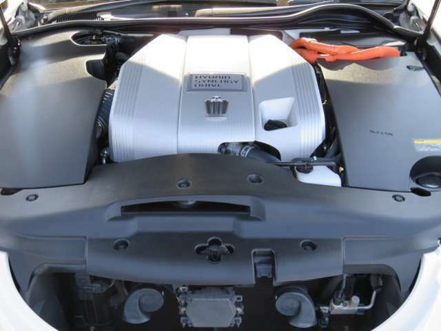 3.5Lハイブリッドシステム!低燃費でありながらセダンらしい力強い走行が可能!入庫後、隅々までクリーニング・点検整備しておりますので、異音、異常も無く程度良好です!