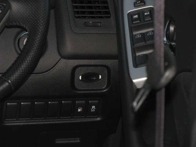 横滑り防止装置やパワーウインドウは運転席右手に操作ボタンがございますので、気軽に操作していただくことができます!