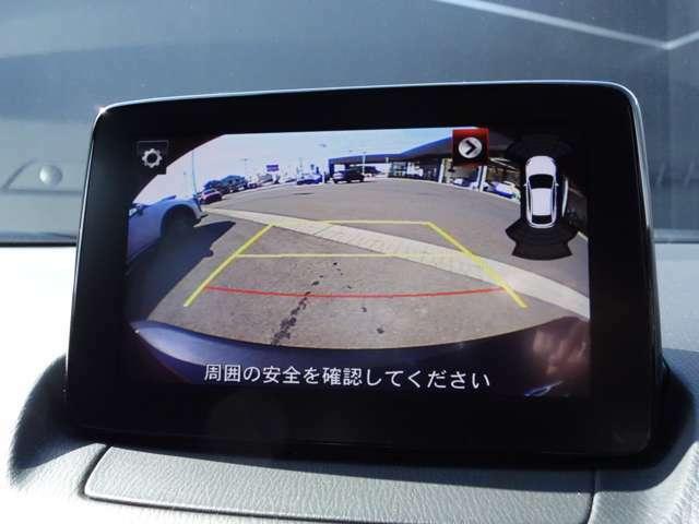 バックモニターが標準装備されておりますので狭い駐車場でもラクラク♪ 視認性もバッチリです。