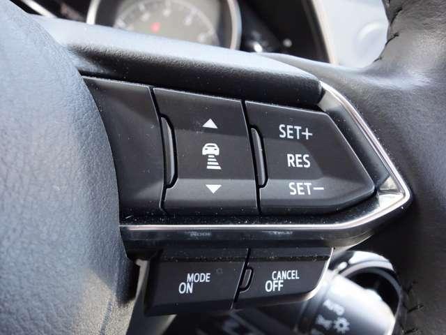レーダークルーズコントロールが装備されております!基本的にハンドルのみの操作でいいので、高速道路などで快適です☆