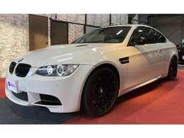 アルピンホワイトIIIのスペシャルエディションは国内限定2台の車両です。