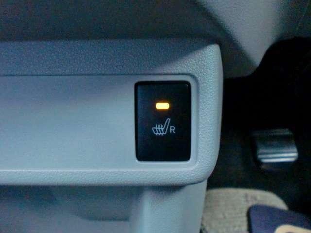 寒い冬に大変重宝するシートヒーター付きです!運転席限定