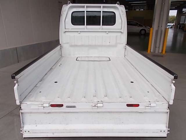 ☆荷台にもご覧のとおり大きなキズ・凹みも無く、良好な状態です。実車でご確認下さい☆
